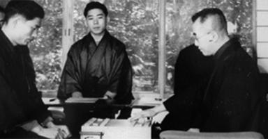 1951年の名人戦では木村名人(右)に屈した升田幸三