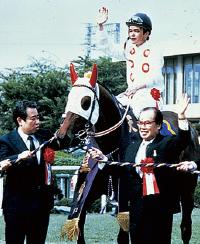天皇賞を制覇したモンテプリンスと鞍上の吉永正人騎手