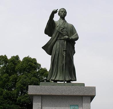 東京墨田区に建っている勝海舟の銅像