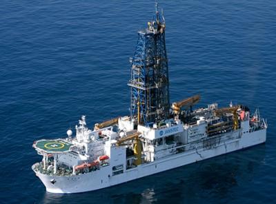 産出に活躍した地球深部探査船「ちきゅう」(写真:「メタンハイドレート資源開発研究コンソーシアム」)